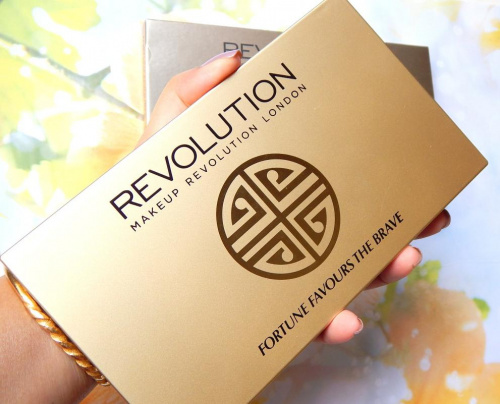 Палетка теней Makeup Revolution Fortune Favours The Brave with Britishbeautyblogger фото 9